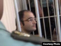 Азербайджанский журналист Эйнулла Фатуллаев в суде. Баку, 6 июя 2007 года.