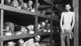 Узники концентрационного лагеря Бухенвальд.