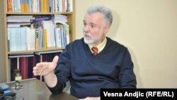 Vučićev tekst oprezan predlog: Jovan Komšić