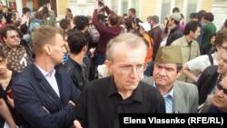 Олег Шеин на одном из митингов в Астрахани