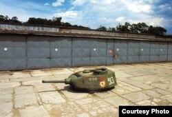 Башня танка, оставленная после вывода войск