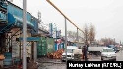 Алматы облысы ауылдарының біріндегі газ құбыры. 13 қараша 2015 жыл.