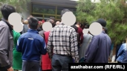 Очередь у банкомата, Ашхабад