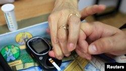 آزمایش تست دیابت در رومانی، عکس آرشیوی است