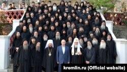 Владимир Путин и патриарх Кирилл во время визита на гору Афон