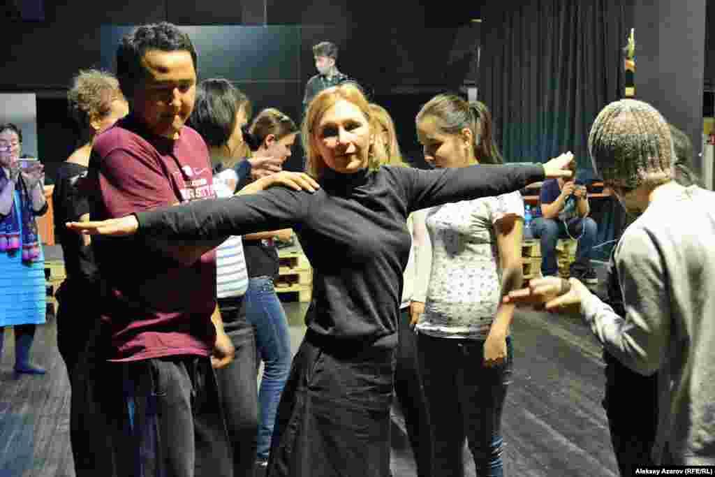 Еще одна актриса, участвовавшая в тренинге, – Елена Вовнова.