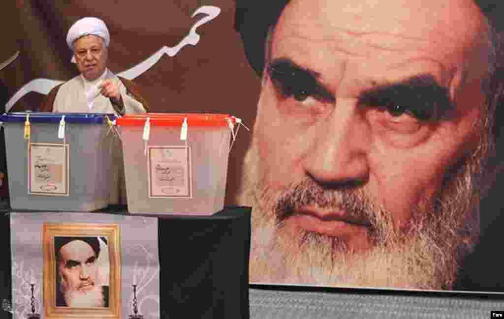 Former President Akbar Hashemi Rafsanjani votes in Tehran.