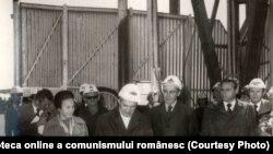 """Vizita de lucru a lui Nicolae Ceauşescu în judeţul Constanţa. Inaugurarea platformei de foraj marin """"Gloria"""". (16 septembrie 1976). Sursa: Fototeca online a comunismului românesc; cota: 210/1976"""