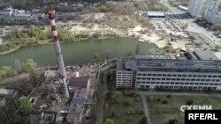 В Україні єдиним державним виробником апаратів штучної вентиляції легень – назва яких «Бриз» – тривалий час був завод «Буревісник»