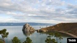 Дикий туризм на берегах Байкала пока что не несет озеру и тем, кто живет на его берегах, ничего, кроме проблем