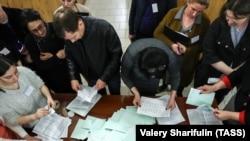 «Підрахунок голосів» під час незаконних «виборів», Сухумі, Абхазія, Грузія, 12 березня 2017 року