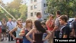 Разгневанная толпа в Благовещенске пыталась устроить самосуд над педофилом, отпущенным на свободу