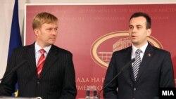 Си кажаа што имаа и си заминаа. Васко Наумовски и Петер Соренсен на прес-конференција во владата.