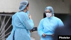 Բուժաշխատողներ «Նորք» ինֆեկցիոն հիվանդանոցում, արխիվ