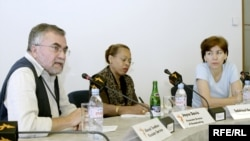 Алексей Цветков (слева)