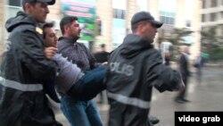 Полиция задерживает участников митинга Национального Совета. 17 сентября 2016