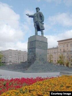 Памятник Сергею Кирову в Петербурге