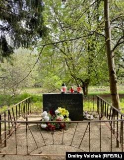 Символическое надгробие на месте, гле находилась судетская деревня Бергштадт-Лаутербах