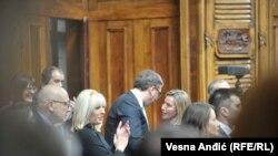 Obraćanju Federike Mogerini narodnim poslanicima prisustvovao je i premijer Srbije i kandidat vladajuće Srpske napredne stranke za predsednika Srbije Aleksandar Vučić