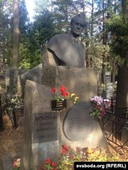 Магіла Івана Ахрэмчыка на Ўсходніх могілках у Менску