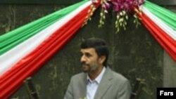 Mahmud Ahmadinexhad, gjatë ceremonisë së betimit, 5 gusht '09.