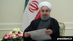 وزیر امور خارجه کویت، هفتم بهمن ماه به تهران سفر کرد و پیام «کتبی» امیر این کشور را به حسن روحانی ارائه کرد.