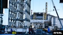 Будівництво конфайнменту для Чорнобильської АЕС, фото архівне