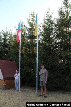 Сергій, син загиблого українського воїна під час підняття прапора в таборі у Чехії