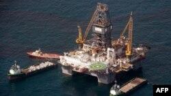 رویترز: بهتر شدن قیمت نفت در بازارهای جهانی، تولید کنندگان نفت آمریکا را تشویق کرده است که تولید خود را افزایش دهند.