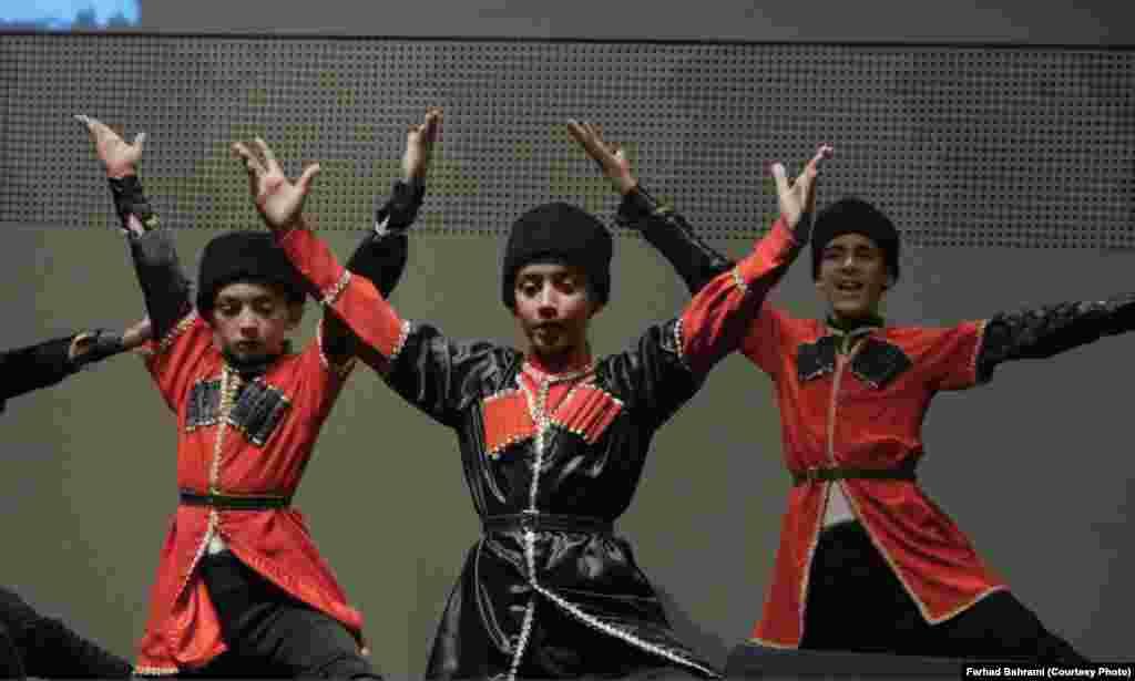 رقص آذری از دیگر برنامه های اجرا شده در روز ایران در اکسپو میلان بود.