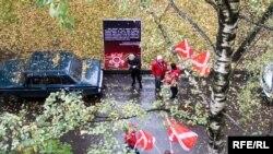 """Пикет движения """"Наши"""" у дома Александра Подрабинека"""