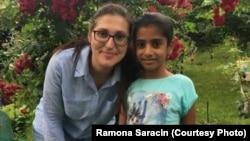 Sorina și Ramona Saracin, mama sa adoptivă