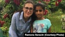 Sorina și mama ei adoptivă