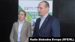 Бранкица Ристовска од Министерството за локална самоуправа и раководителот на бугарската програма за прекугранична соработка меѓу двете земји, Николај Дорчев