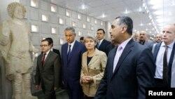 Ірина Бокова (с) в Національному музеї Ірау в Багдаді, 2 листопада 2014 року