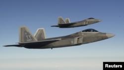 F-22 Raptor qırıcıları (foto arxivdəndir)