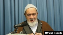 Grand Ayatollah Hossein Ali Montazeri accepts an award from the Defenders of Human Rights Center on December 11