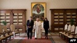 Папа Римський Франциск, президент України Петро Порошенко і його дружина Марина