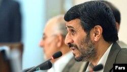 محمود احمدینژاد، با «شاهکار» هايش در عرصه اقتصادی، برگزيده هسته مرکزی نظام بود.