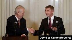 Президент Чехії Мілош Земан (л) та Андрей Бабіш, 31 жовтня 2017 року
