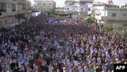 محتجون ضد الحكومة السورية في درعا