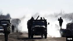 Украинские войска на выходе из Дебальцево