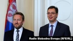 Kolika je materijalna šteta od partijskog zapošljavanja i kakva je perspektiva društava u kojima je partijska knjižica važnija od diplome (na fotografiji Bakir Izetbegović i Aleksandar Vučić