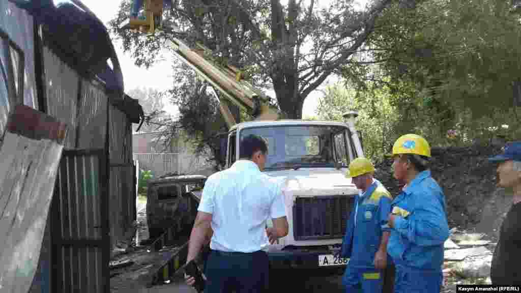 Для установления причин возникновения пожара к месту выехала испытательная пожарная лаборатория ДЧС Алматинской области, сообщают в комитете по чрезвычайным ситуациям.