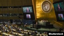 Петро Порошенко виступає на саміті щодо цілей сталого розвитку ООН, Нью-Йорк, 27 вересня 2015 року (©Shutterstock)