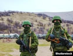 Қырымды аннексиялау кезінде түбекте болған ресейлік әскерилер. 4 наурыз 2014 жыл.