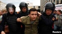 Задержание оппозиционера Ильи Яшина