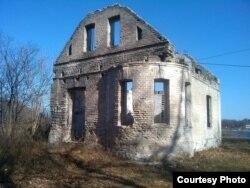 Это всё, что осталось от имения Бриннеров в Безверхово (Сидеми), в Хасанском районе, к юго-западу от Владивостока