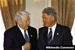 """Борис Ельцин и Билл Клинтон на саммите """"Большой восьмерки"""" в Кельне в июне 1999 года"""