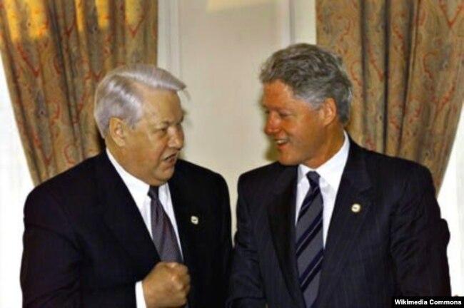 """Борис Ельцин и Билл Клинтон на саммите тогдашней """"большой восьмерки"""" в Кёльне, июнь 1999 года"""